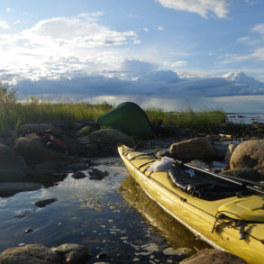 descent of mc kenzie river by kayak