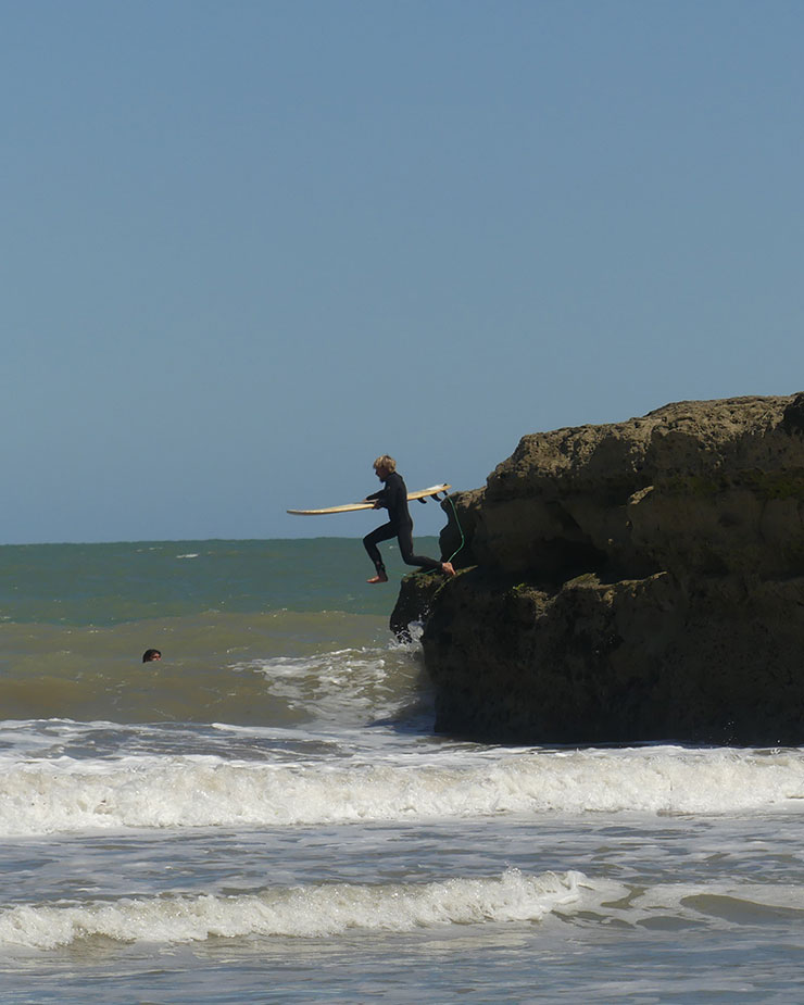 Surfing in patagonia viedma